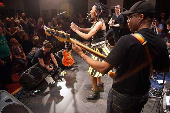 Image of Fatoumata Diawara Performing